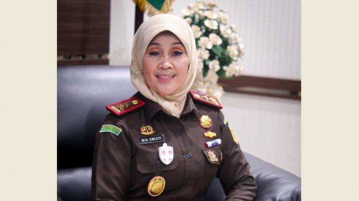 Hari Ini, Mia Amiati Resmi Digantikan Jaja Subagja sebagai Kajati Riau, ke Mana Mia ?