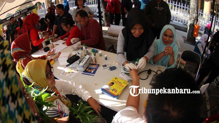 kampanye-imunisasi-measles-rubella-di-hari-bebas-kendaraan-bermotor-pekanbaru-1_20180722_132942.jpg