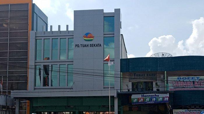 Kantor BUMD Tuah Sekata Pelalawan yang terletak di Jalan Lintas Timur (Jalintim) Kota Pangkalan Kerinci, Selasa (16/7/2019).