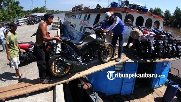 FOTO: Aktifitas di Pelabuhan Sungai Duku Masih Normal - kapal-motor-jelatik-pelabuhan-sungai-duku-arus-mudik-lebaran_20180605_140804.jpg