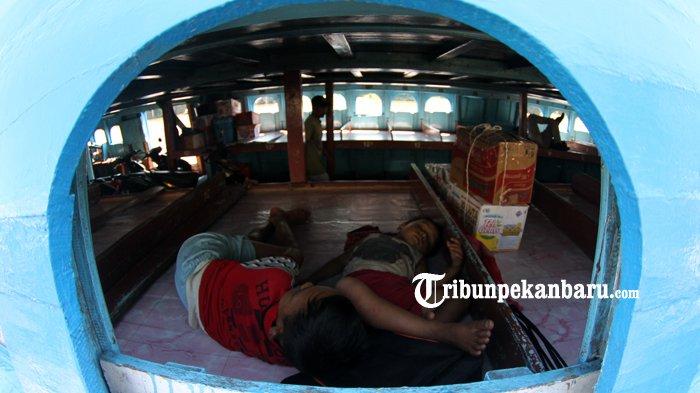 FOTO: Aktifitas di Pelabuhan Sungai Duku Masih Normal - kapal-motor-jelatik-pelabuhan-sungai-duku-arus-mudik-lebaran_20180605_140900.jpg