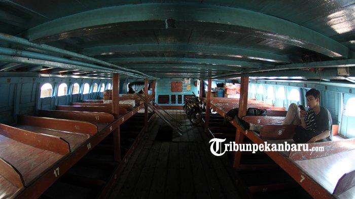 FOTO: Aktifitas di Pelabuhan Sungai Duku Masih Normal - kapal-motor-jelatik-pelabuhan-sungai-duku-arus-mudik-lebaran_20180605_140955.jpg