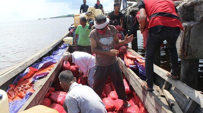 Aroma Bawang Bikin Curiga, Karung Disembunyikan di Semak, Sisir Perairan Cari Kapal Penyelundup