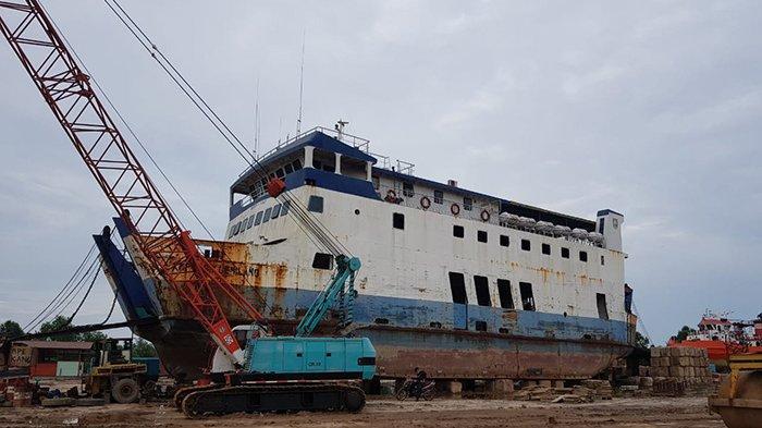 Kapal RoRo Tasik Gemilang Terbengkalai di Galangan,3 Kali Lelang Belum Ada Berminat Perbaiki Kapal