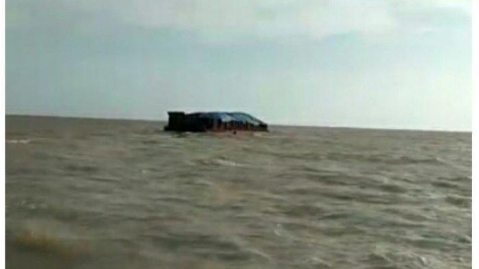 Kondisi Makin Cuaca Memburuk, Tim Basarnas Hentikan Sementara Pencarian Korban Kapal Tenggelam