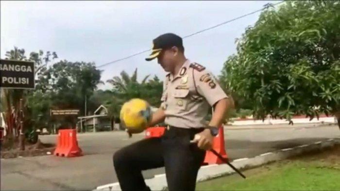 Video Dirinya Juggling Bola di Depan Pelajar Viral, Begini KataKapolres Dharmasraya