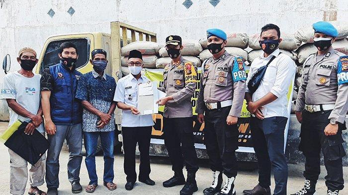 Terpuji,Bintara Angkatan 2008 Polres Inhil Sumbang Semen untuk Masjid