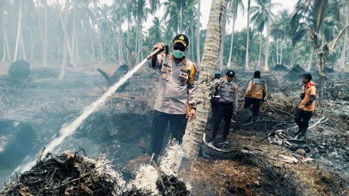Sekitar 2 Hektare Lahan Terbakar di Tembilahan Hulu, Polres Inhil Pasang Garis Polisi