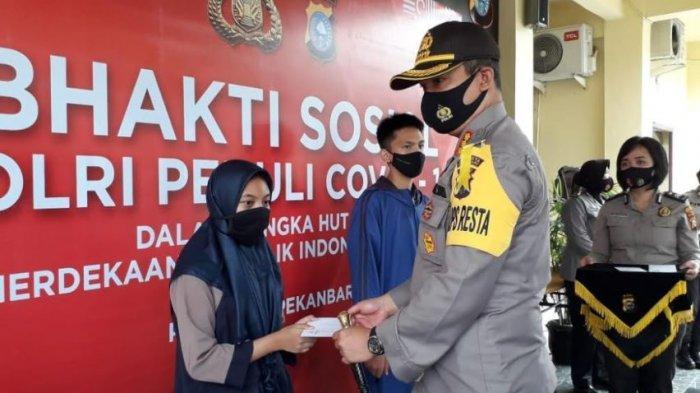 Polisi di Riau Bagi-bagi Sembako, APD dan uang Tunai Dalam Rangka HUT RI dan Hut Polwan