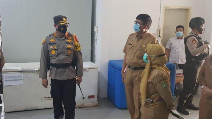 Jaga Vaksin Covid-19 di Pekanbaru, Polisi Lakukan Patroli Berkala di Gudang Penyimpanan