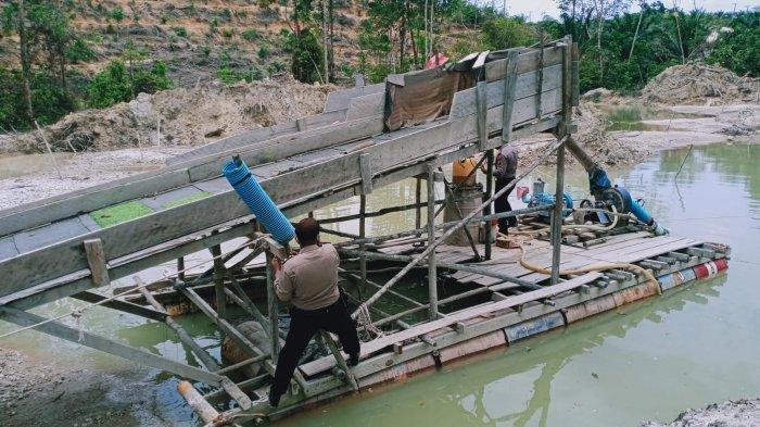 Berenang Seberangi Sungai, Ngumpet di Kebun Karet, Penambang Emas di Kuansing Lihai Hindari Polisi