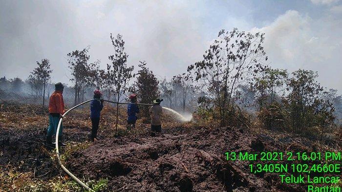Pemadaman Karhutla di Bengkalis. Dua titik api masih dalam proses pemadaman, yakni di Desa Kalemantan Kecamatan Bengkalis dan Desa Teluk Lancar Kecamatan Bantan.