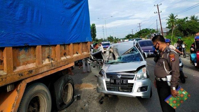 Tabrak Truk Fuso Berhenti Pengemudi Suzuki Karimun Meninggal di Jalan Bypass Padang