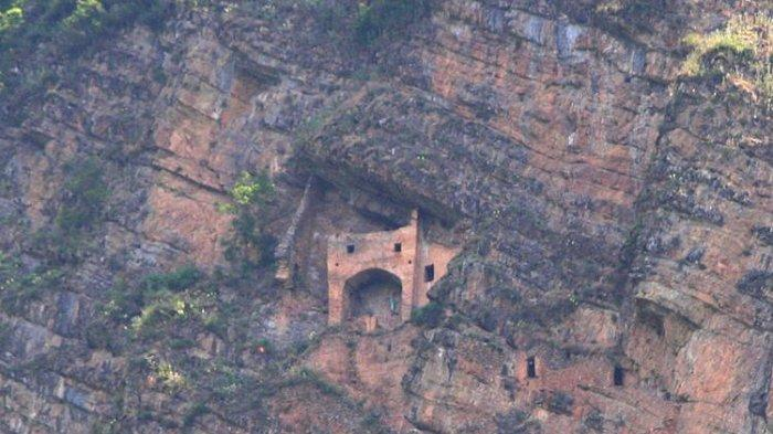Kastil Misterius Ditemukan Di Pegunungan Kaukasus, Cerita Rakyat Membuatnya Semakin Seram