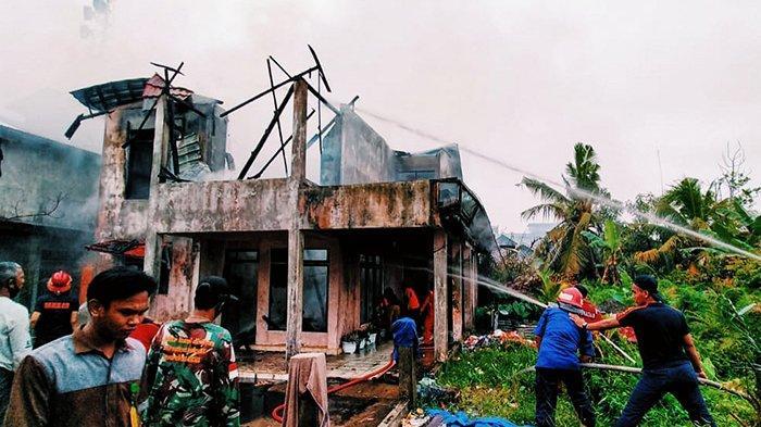 OMA Ada Api,Nenek Panik Dengar Teriakan Cucu,Kebakaran Beruntundi Riau,2 Rumah Tinggal Puing