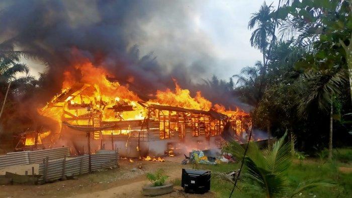 Kebakaran di Pelalawan, 5 Petak Rumah Luder Terbakar, Diduga karena Korsleting Listrik