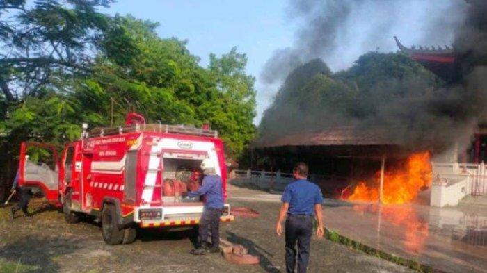 Kebakaran di Sam Poo Kong Semarang Pagi Ini