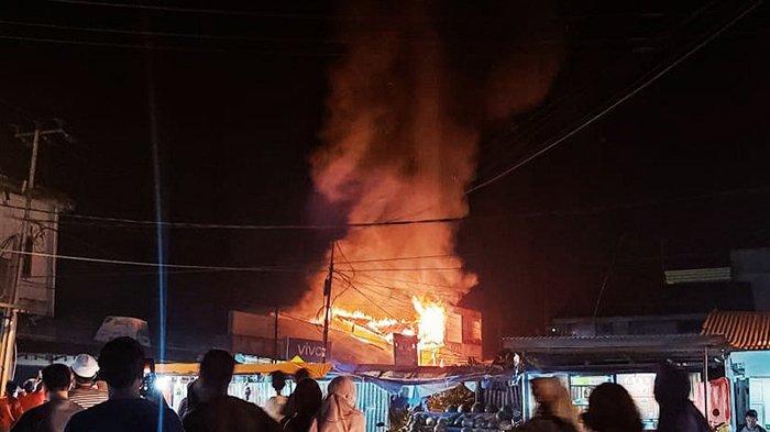 Warga Bergerombol Tonton Api Menghanguskan Kedai Canai di Riau, Hal Ini Diduga Pemicu Kebakaran