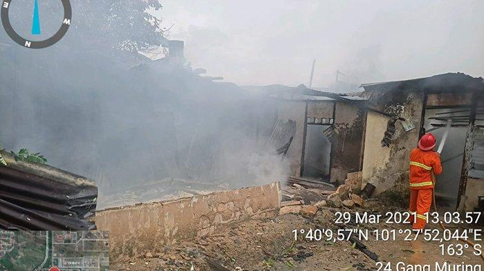 Api dengan Cepat Hanguskan Rumah Idham,4 Mobil Damkar Dikerahkan Padamkan Kebakaran,Ini Kronologinya