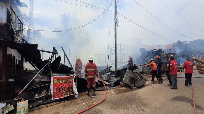 Api Diduga Dari Kompor yang Ditinggal Saat Masak, 3 Rumah Petak di Pekanbaru Ludes Terbakar
