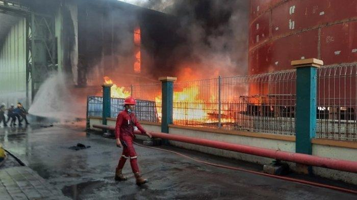 Kebakaran di Kawasan Teluk Bayur Padang, 120 Personel dan 12 Armada Dikerahkan Padamkan Api
