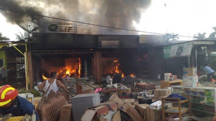Kebakaran 3 Ruko di Jalintim Mekar Jaya Pelalawan, Kompor Masih MenyalaDitinggalkan Setelah Memasak
