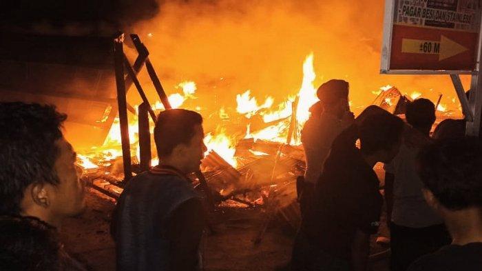 Kebakaran di Inhil, 7 Rumah Kayu di Reteh Rata Dilalap Si Jago Merah