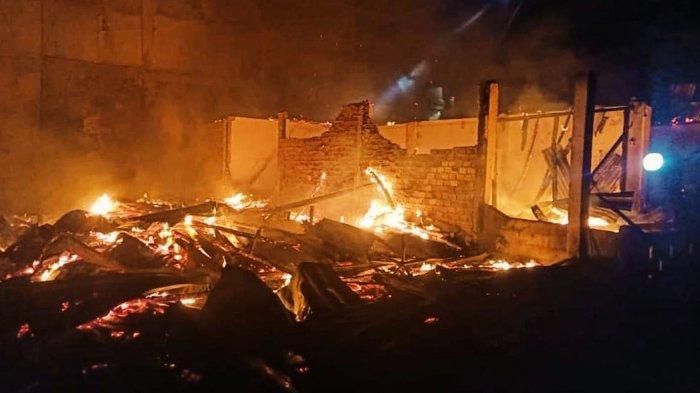 Kebakaran di Keritang Inhil Hanguskan 7 Rumah, 1 Orang Gadis Remaja Alami Luka Bakar