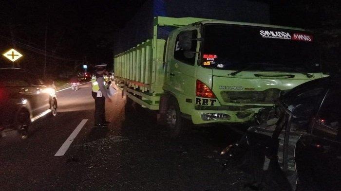 Kecelakaan adu kambing di Jalan Siti Manggopoh, Korong Sungai Paku, Nagari Kuranji Hilir, Kecamatan Sungai Limau, Sumbar, Jumat (4/6/2021).