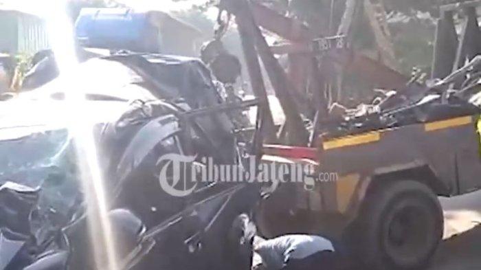 Kecelakaan beruntun terjadi di Jalan raya Mangkang Kecamatan Tugu, Minggu (10/10/2021).