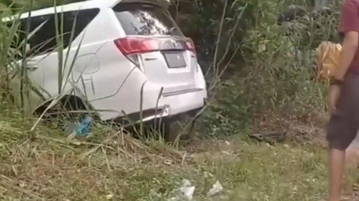 Kecelakaan beruntun melibatkan tiga mobil terjadi di Jalan Prabumulih-Muaraenim tepatnya di Simpang Pinang Kelurahan Patih Galung Kecamatan Prabumulih Barat, Kota Prabumulih, Sumsel, Minggu (5/9/2021).