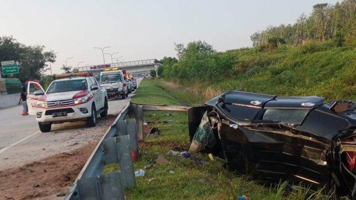 Korban Selamat Pecahkan Kaca Mobil Minta Tolong, 4 Tewas Akibat Ban Pecah di Jalan Tol