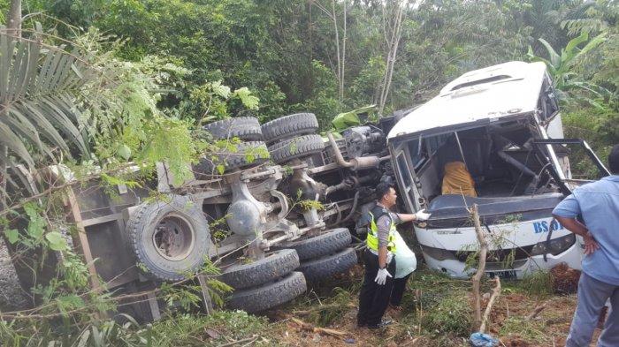 Buru Sopir Dump Truk Polisi Beri Gambaran Penyebab Kecelakaan Maut di Mekar Jaya, 4 Tewas