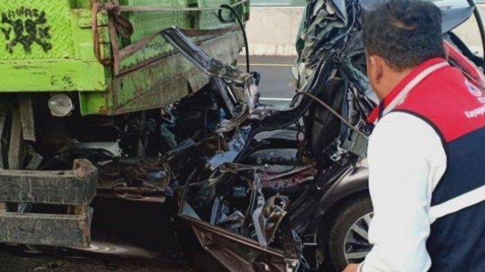 BRAK! Honda Jazz Remuk Seruduk Truk, Jalan Tol Makan Korban, Empat Orang Meninggal