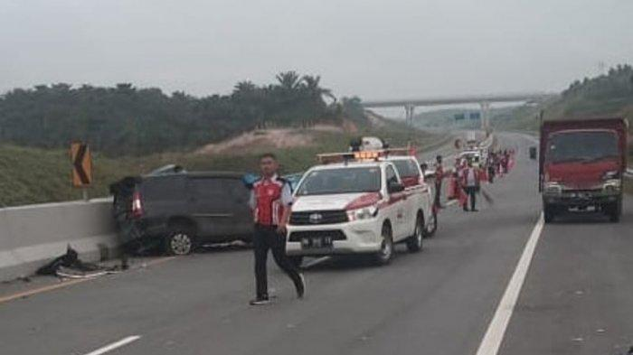 Kecelakaan kembali terjadi di Jalan Tol Pekanbaru-Dumai atau Tol Permai, Rabu (13/1/2021) pukul 08.30 WIB pagi tadi. Akibat insiden ini lima orang meninggal dunia di lokasi kejadian.
