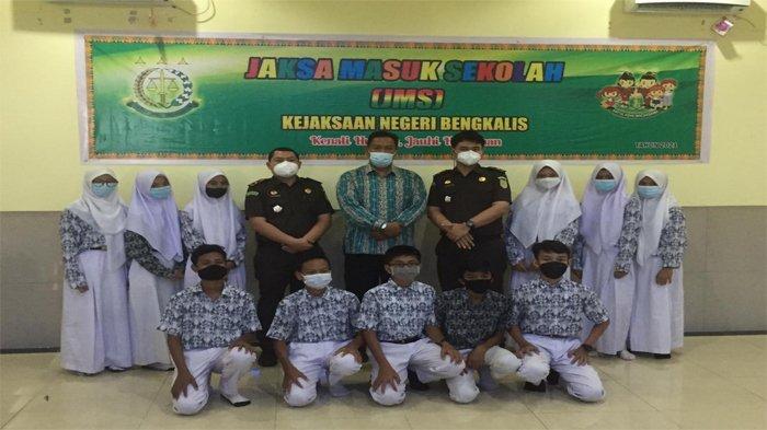 Kejari Bengkalis Sosiaslisasi JMS di Kecamatan Mandau dan Pinggir, Edukasi Hukum Ke Siswa Sejak Dini