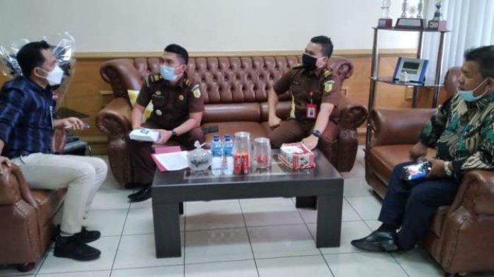 Kejari Pelalawan Eksekusi Uang Titipan Terpidana Korupsi APBDes Sungai Upih Sebesar Rp 75 Juta