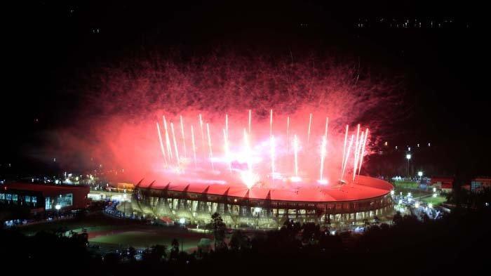 Kembang Api di Stadion Lukas Enembe saat pembukaan PON Papua pada Sabtu (2/10/2021)