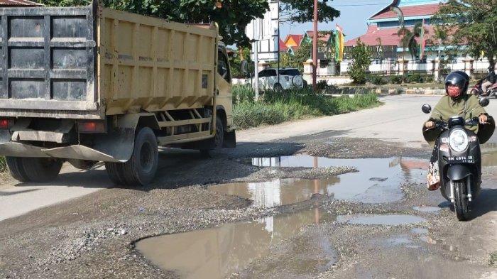 Kerusakan Jalan Seminai Kian Parah, Jaraknya Cuma 200 Meter dari Kantor Bupati Pelalawan
