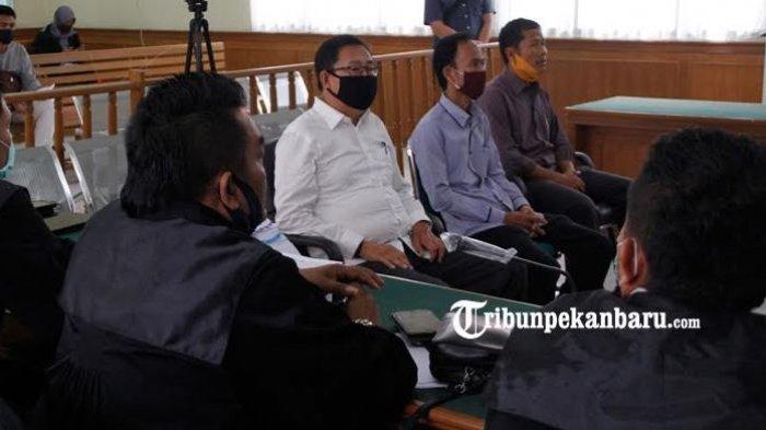 Berita Foto: Ketua DPRD Riau, Indra Gunawan EET Bersaksi Dalam Sidang Dugaan Tipikor di Bengkalis - ketua-dprd-riau-indra-gunawan-eet-menjadi-saksi.jpg
