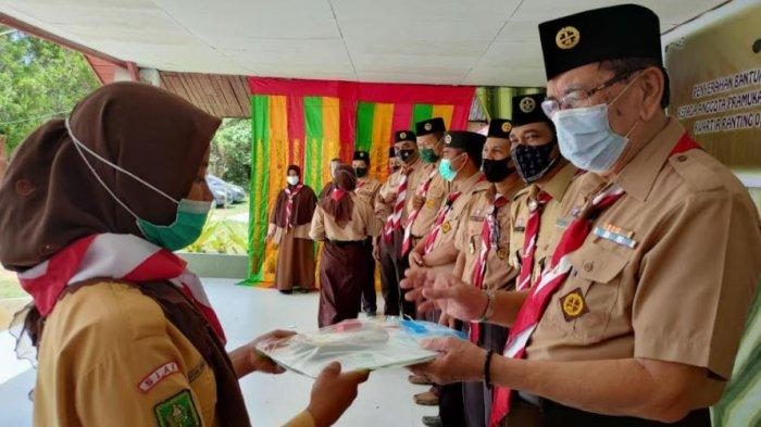 Kwarda Riau Kunjungi Gudep Berprestasi di Kwarcab Siak, Bagikan Perlengkapan Belajar