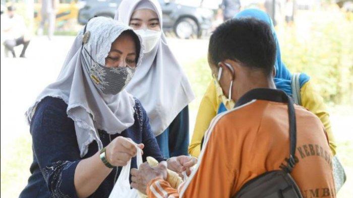 Berkah Ramadhan, Asral Dapat Bingkisan Jagung dari Istri Gubri