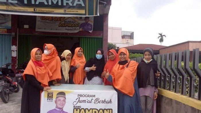 Ketua DPRD Pekanbaru Bagi Takjil: Semoga Meringankan Beban Masyarakat
