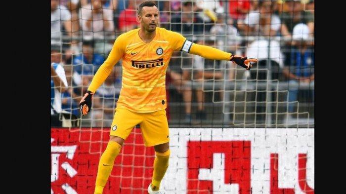 Kiper Inter Milan, Samir Handanovic. Kontraknya hingga kini belum diperpanjang Inter Milan.