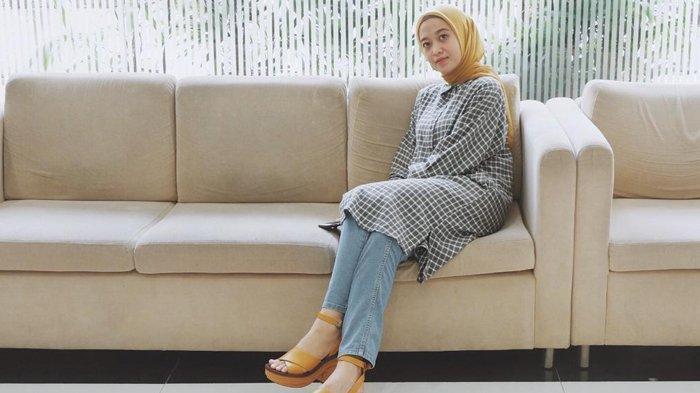 KISAH Cewek Cantik Asal Pekanbaru Jadi Banker, Jual Jilbab Karya Sendiri