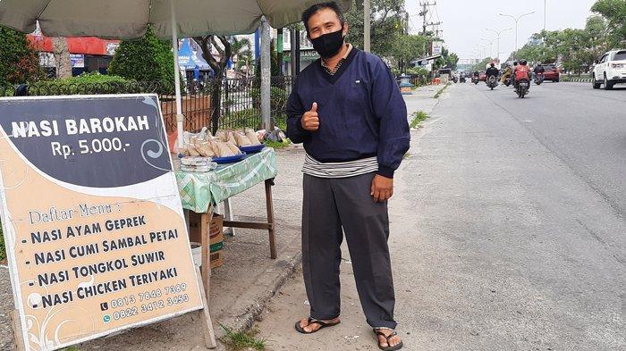 Kisah Hidup Penjual Nasi Barokah di Pekanbaru, Untungnya Tak Banyak Tapi Berkahnya Sangat Terasa