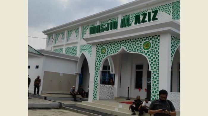 Masjid Al Aziz di kawasan Terminal AKAP Pekanbaru