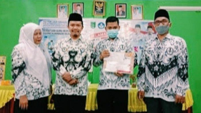Kisah Guru Harumkan Nama Inhil, Cita-cita Lama,Raih Medali Emas Gurulympic PGRI Tingkat Nasional