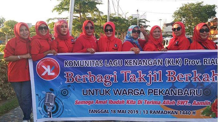 Untuk Keberkahan Semua dan Kebersamaan Anggota, KLK Riau Berbagi 500 Takjil di Ahmad Yani Pekanbaru
