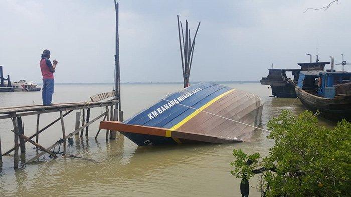 Isi Kapal Berantakan, Setahun Ditambat, KM Banawa Nusantara Terbalik di Selatpanjang Riau